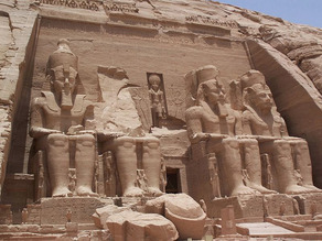 800px-Abu_Simbel_Temple_May_30_2007 2
